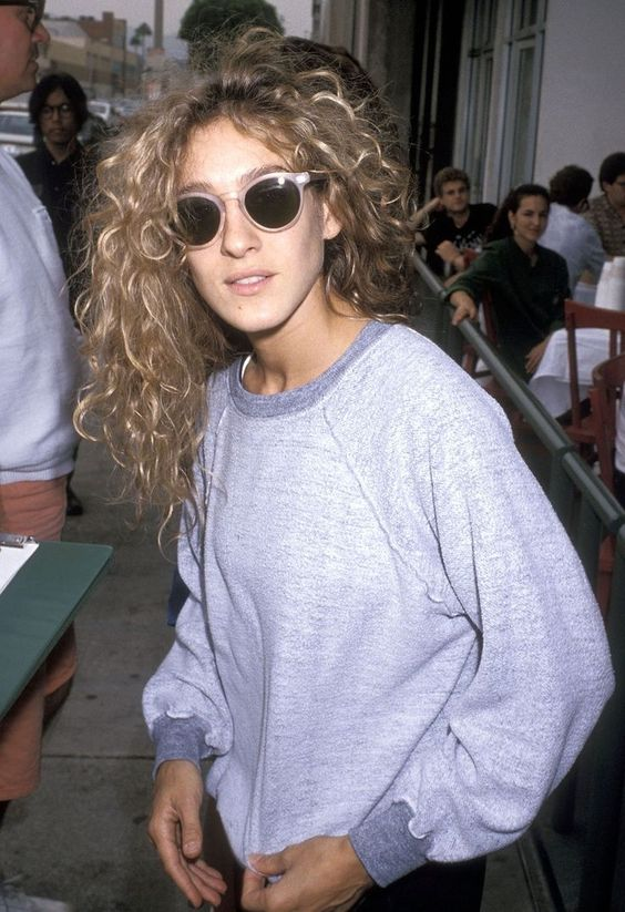 vintage sarah jessica parker natural hair, oversized gray sweatshirt + blush pink mod sunglasses. She is gorgeous, whatever she wears.