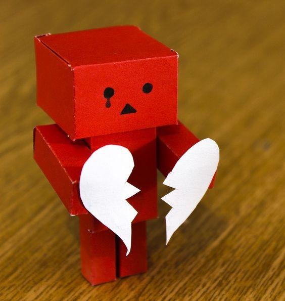 Aprende como superar una ruptura amorosa rápidamente. http://www.alotroladodelcristal.com/2016/05/los-mejores-consejos-para-superar-una.html