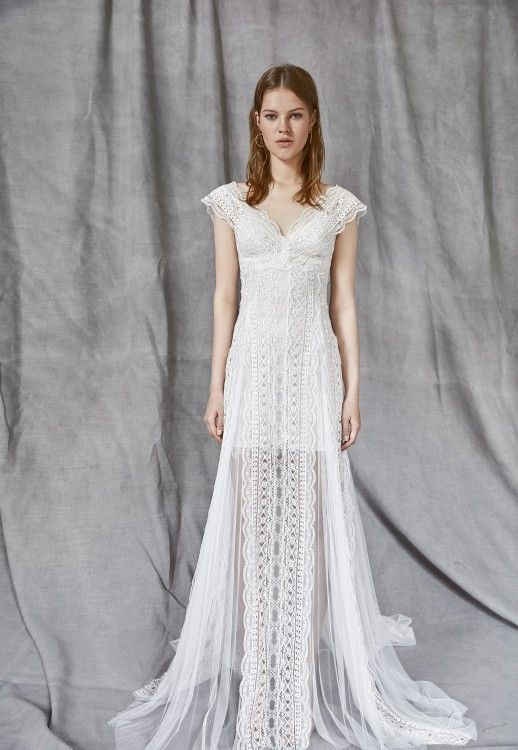Abiti Da Sposa Yolan Cris Prezzi.Nice Shape And Interesting Vertical Lace Panel Wedding Dresses