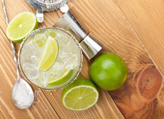 ... bebida mexicana hecha con tequila, limón, sal y refresco de toronja
