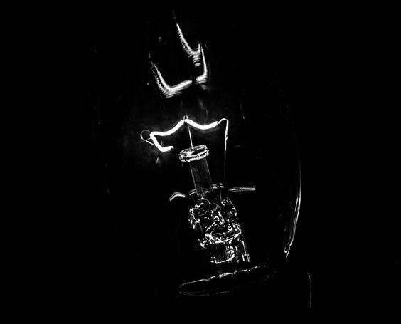 The artist in darkness - The hidden artist