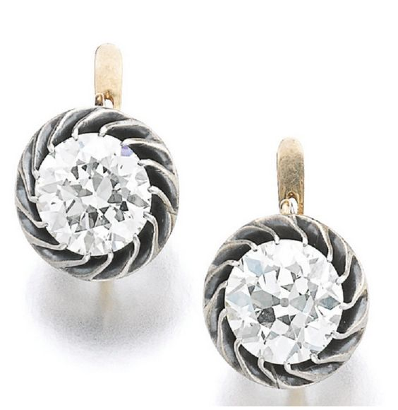 PAIR OF DIAMOND EARRINGS