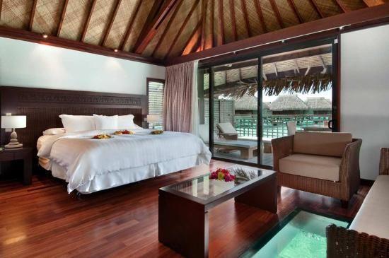 Hilton Moorea Lagoon Resort & Spa: King Over Water Bungalow