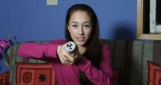 Adolescente inventa una linterna alimentada por el calor de la mano (VÍDEO) - http://growlandia.com/marihuana/adolescente-inventa-una-linterna-alimentada-por-calor-de-la-mano-video/