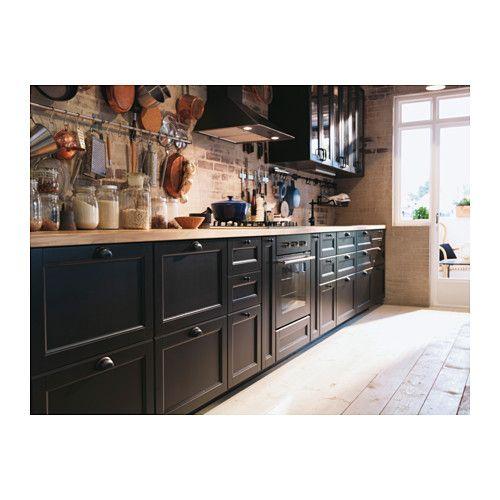 Küche mit LAXARBY Schubladenfronten und -türen in Schwarz/Braun ...