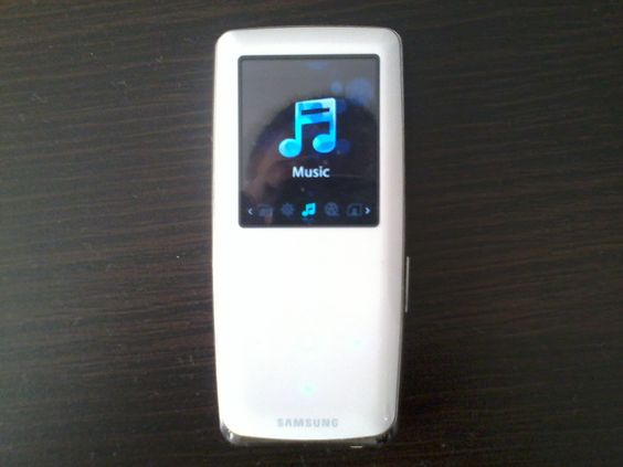Portable Media Player - Samsung YP-S3 (YP-S3JAW/EDC) / Production Year: 2008 / Memory: 4 GB