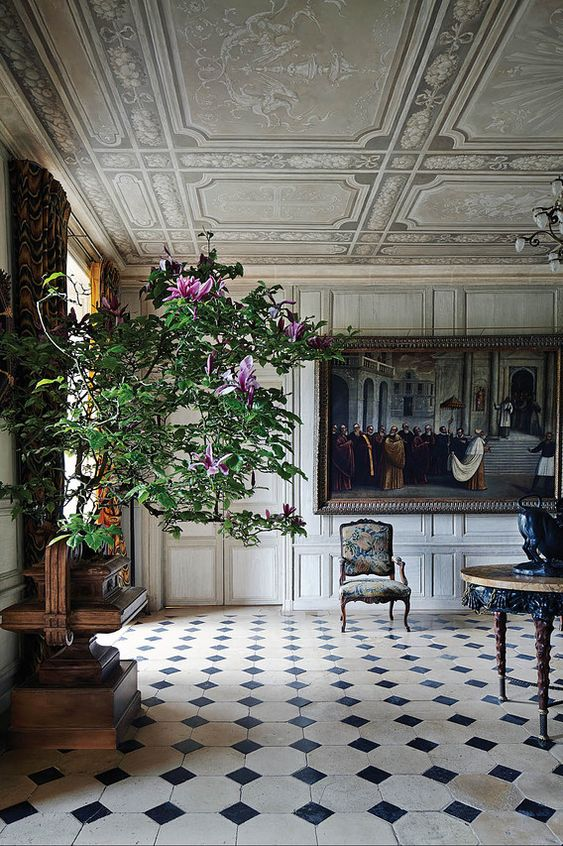 Interior decorator juan pablo molyneux transforms a french for French chateau style decor
