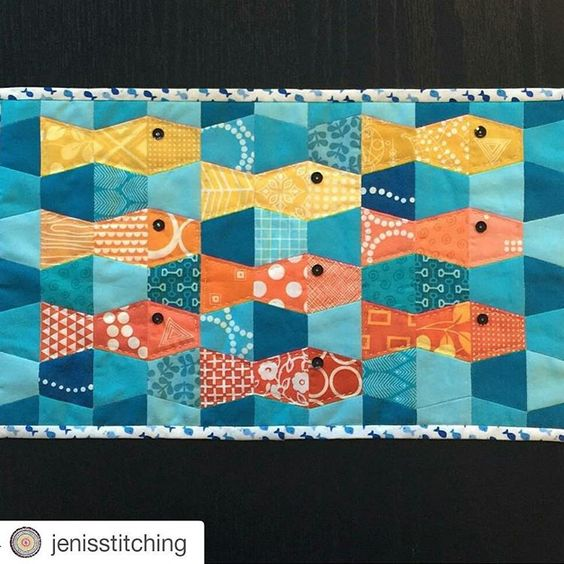 Check out the mini @jenisstitching made from my Tumbler Fish pattern! Love her fabrics! (And you can get this pattern on the @paperpiecesepp website - just look for #allpointspatchwork) #englishpaperpiecing #epp