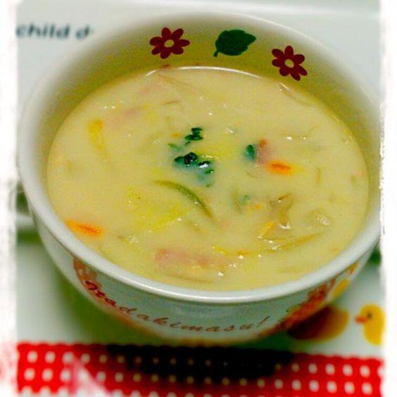 はらこめしにした残りの鮭の身を白菜のシチューに入れました。 とろとろの白菜と鮭があ~う~~(*≧∀≦*) - 30件のもぐもぐ - 鮭と白菜のクリームシチュー♪ by yyuummii