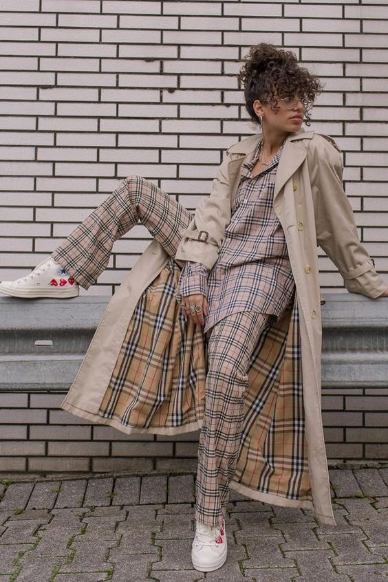 Burberry vintage check: a plaid shirt, trousers and trench coat with sneakers