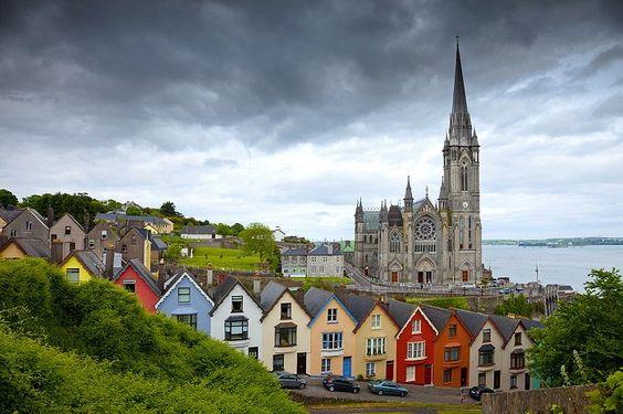 Cork es la tercera ciudad más grande de Irlanda. Sus coloridas casas le añaden la sensación de estar en un cuento de hadas y atrae a cientos de turistas durante todo el año.