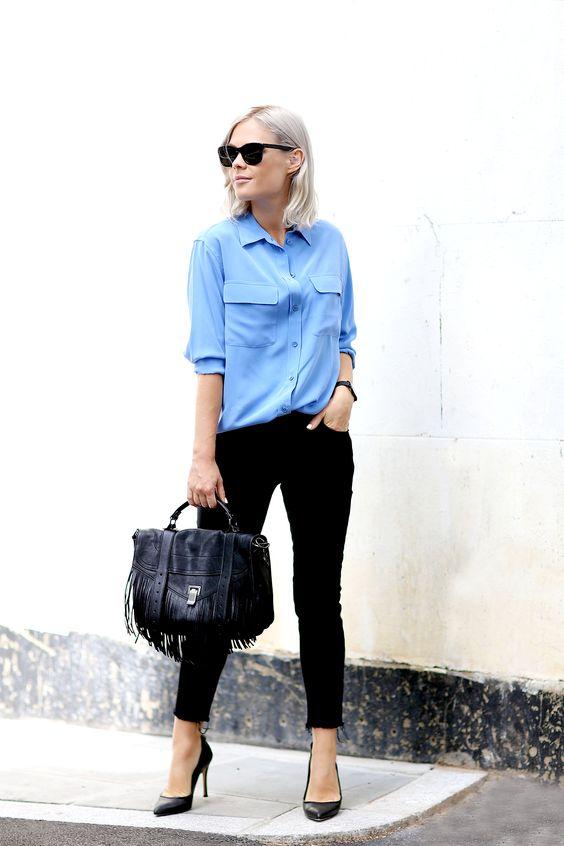 Frühjahr / Herbst - casual chic - schwarze Skinny-Jeans, hellblaue Bluse, schwarze Pumps