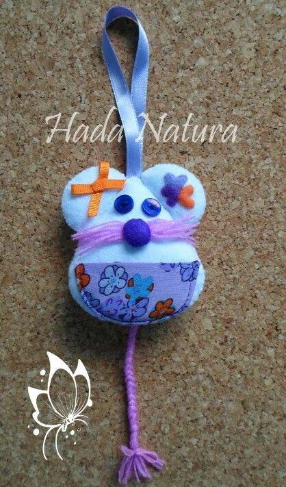 Otro Ratón Pérez, en blanco y lila: http://hadanatura.blogspot.com.es/2014/10/raton-perez-blanco-y-lila.html