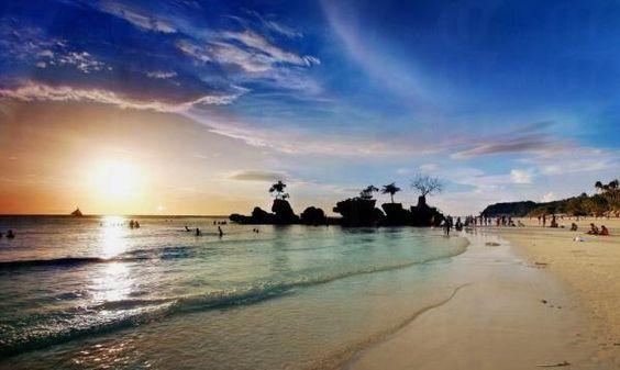 第 4 位 菲律賓 長灘島 賣點︰全世界最美麗沙灘 擁有東南亞獨一無二最美最長的沙灘的長灘島,同時有「奶粉沙」之稱的白沙灘。連台灣歌手梁靜茹都選在這裡舉行婚禮。