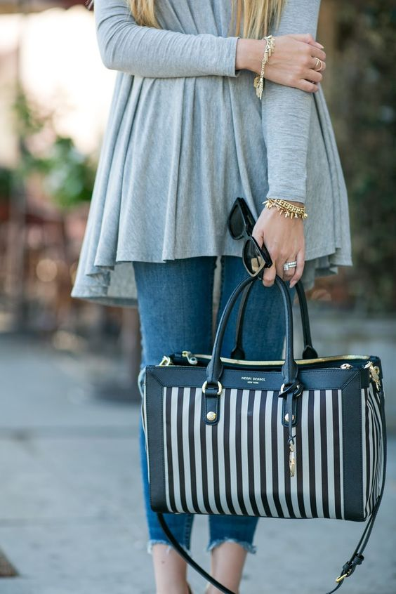 Wearing the softest, comfiest swing top today that's absolutely perfect for fall!  Distressed jeans, nude heels and @henribendel striped bag! #HelloGorgeous #OOTD