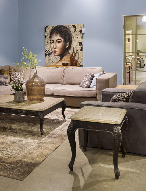 Stijlvolle woonkamer met beige lounge hoekbank en antraciet kleurige fauteuil. Zen Lifestyle is gevestigd in Wijchen bij Nijmegen en heeft showroom van 10.000 m². Natuurlijk vind je in onze winkel onze eigen producten, zoals ons aanbod vintage en retro banken, onze topsellers, zoals het vintage tv-dressoir Stan. Maar ook hebben wij de mooie collectie van Zuiver en Duchtbone en vind je er nog veel meer topmerken, zoals Be Pure, JouwMeubel, UrbanSofa, Fatboy, Makkii, Woood etc.