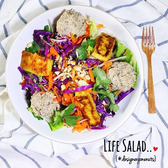 { LIFE SALAD } Colorful salad with Almond Hummus & Panko breaded tempeh. Click picture for recipe.