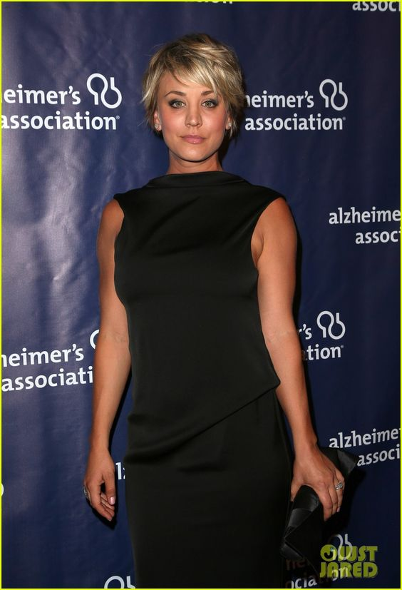 kaley cuoco sister briana big bang theory cast help benefit alzheimers 19 Kaley Cuoco poses alongside her younger si