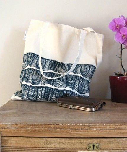 I love design that are fun. This 'ruffled' tote represents that.