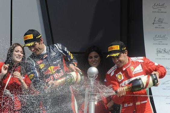 Mark Webber, Red Bull; Fernando Alonso, Ferari. Foto: Pirelli Press
