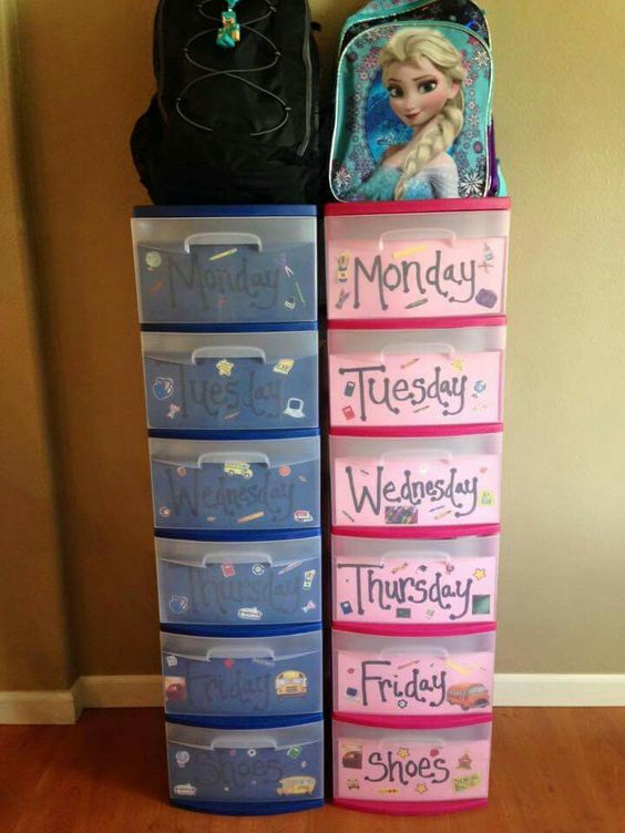 Love this plan school clothes for the week laid out and the bottom drawer for…
