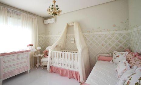 Quarto de bebê com piso vinílico - Que tal revestir o piso com vinil? É o ideal para sua criança já que ele é anti-alérgico e macio - Quarto de bebê com piso vinílico!