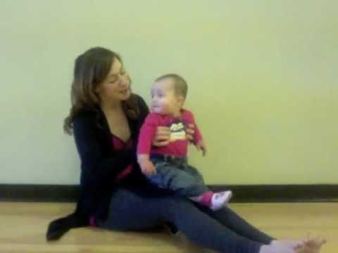 Baby Goes Bumpy Boo: Knee Bounce Song by Intellidancing. Great for babytime program & MGOL