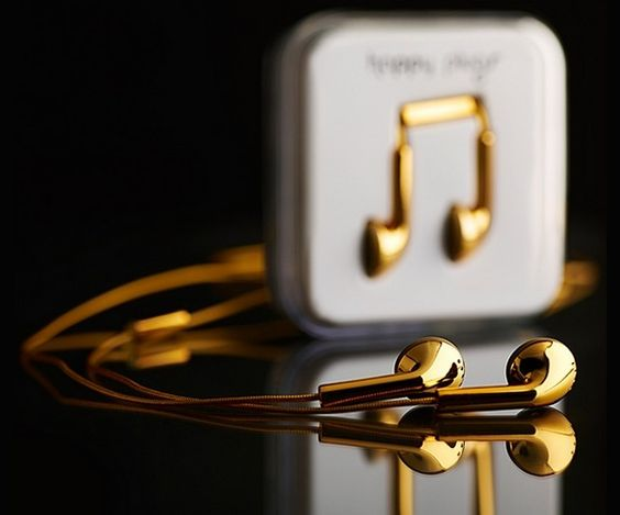 Amazing Happy Plugs 18 Carat Gold Earphones