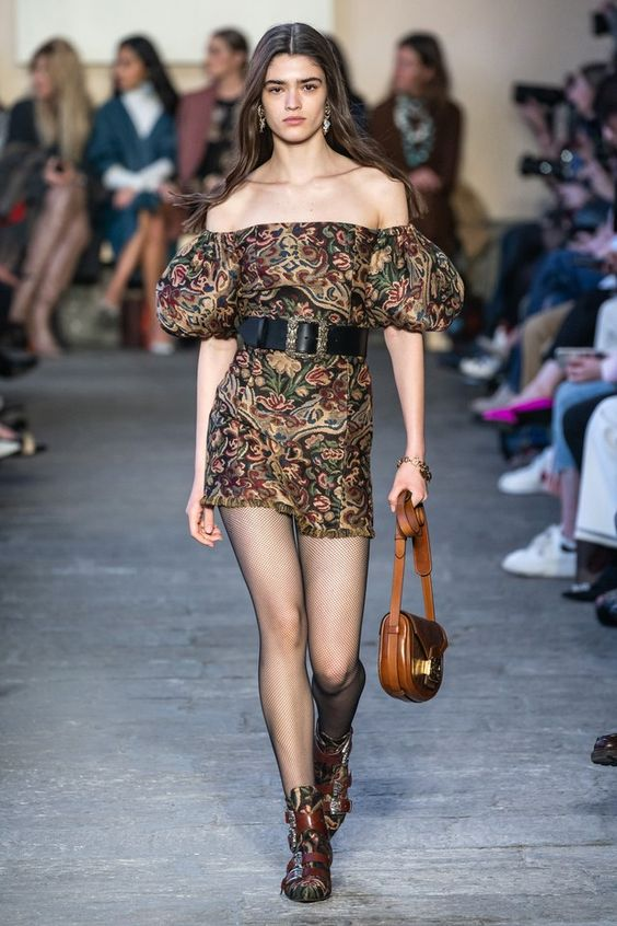 Etro Fall 2019 Ready-to-Wear collection, runway looks, beauty, models, and reviews.