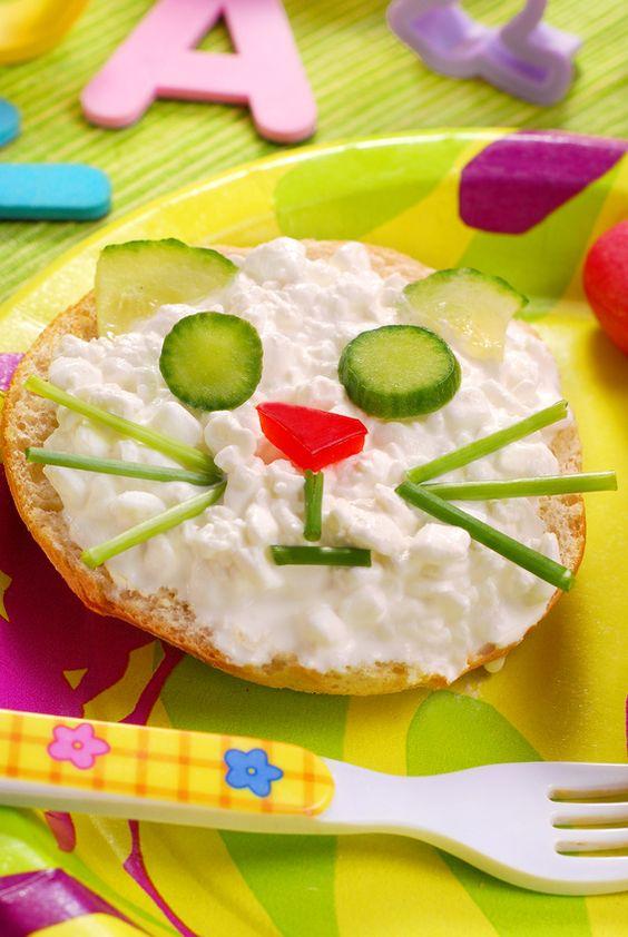 Astuce #gouter salé : chaton gourmand au #fromage frais et #concombre  . Voilà une bonne idée pour un goûter équilibré, gourmand et rigolo ! On prend le pari qu'il va séduire vos bouts de chou ! Plus de recettes spécial enfants ici : http://www.bonduelle.fr/recettes-de-legumes/idee-recettes-special-enfants