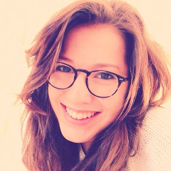 Go for natural look! Tousled hair, genuine smile, and a pair of Oliver Peoples Riley frames for your next #interview!