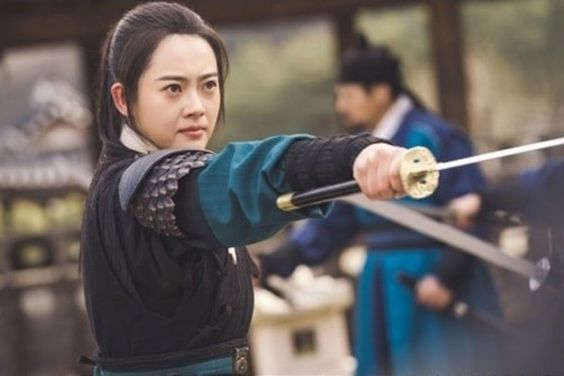 "Go Ara Exudes Charisma As A Strong Female Investigator In ""Haechi"""