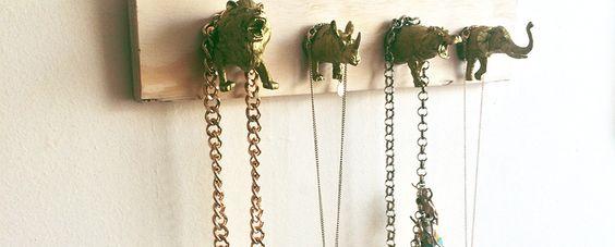 Crea un organizador de collares con pocas lucas