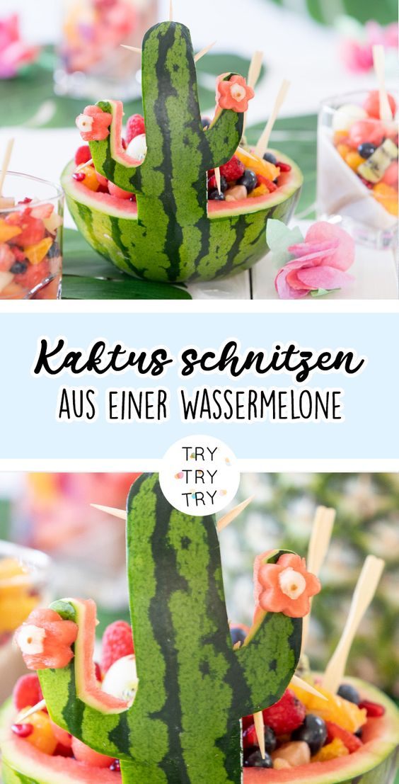 Kaktusschale aus einer Wassermelone mit Obstsalat-Füllung