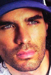 eduardo verastegui... LOVE him in 'Bella' :)