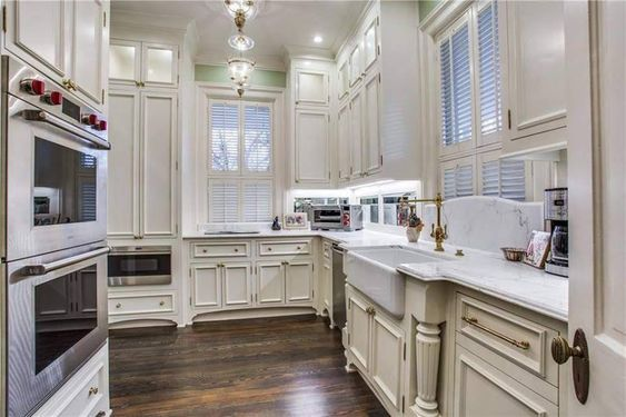 1903 Evers Mansion For Sale In Denton Texas Captivating Houses In 2020 Mansions For Sale Gorgeous White Kitchen Old Victorian Homes