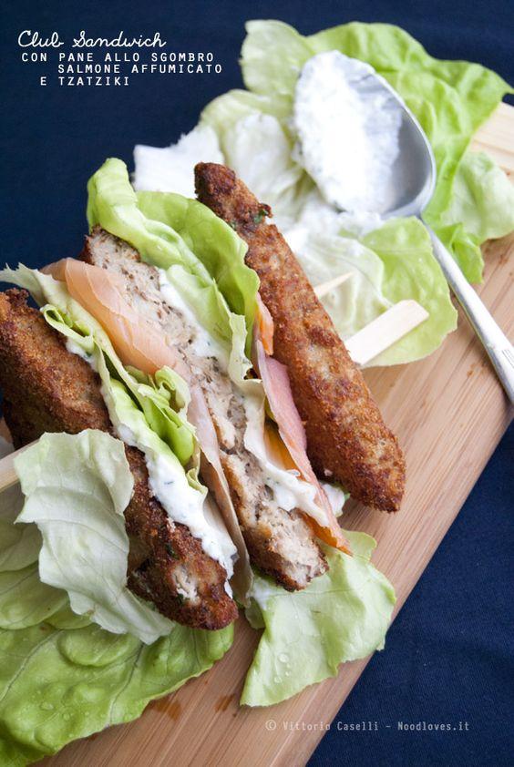 Club Sandwich con pane allo sgombro, salmone affumicato e tzatziki Per un brunch davvero originale, fresco e sfizioso!  La ricetta su: http://noodloves.it/club-sandwich-sgombro-salmone-tzatziki/ #ClubSandwich #Tramezzino #Crocchette #Sgombro #Salmone #Lattuga #Tzaztiki #Gourmet #Sfizio #PiattoUnico #Ricetta #SoloCoseBuone #Meraviglia #Originale #Brunch #Aperitivo