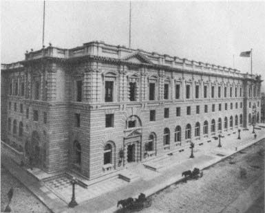 The U.S. Court of Appeals and Post Office Building, which served as  the Ninth Circuit's headquarters from 1905. The building survived the  1906 earthquake but was badly damaged by the 1989 Loma Prieta  earthquake. (U.S. Court of Appeals, Ninth Circuit)