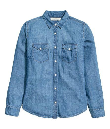 À ne pas manquer ! Chemise en denim souple lavé avec fermeture par boutons-pression. Modèle avec poches de poitrine à rabat pressionné. Base arrondie. – Rendez-vous sur hm.com pour en savoir plus.