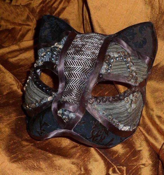 Masque v nitien de chat marron d coration murale for Decoration murale fait main