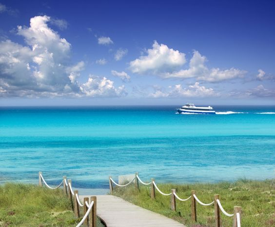 Gu Reisen von Formentera. Befindet sich die finden Sie in unserem gu von Formentera: Orte zu besuchen, Gastronom, Parteien...