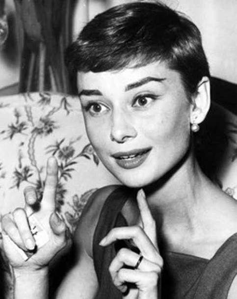 Image Result For Audrey Hepburn Crop Back View Audrey Hepburn Pixie Audrey Hepburn Hair Pixie Hairstyles