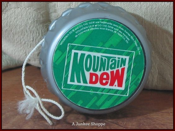 "MOUNTAIN DEW Soda 1992  "" Do The Dew "" Bottle Cap Yo Yo Used  Junk 658  http://ajunkeeshoppe.blogspot.com/"