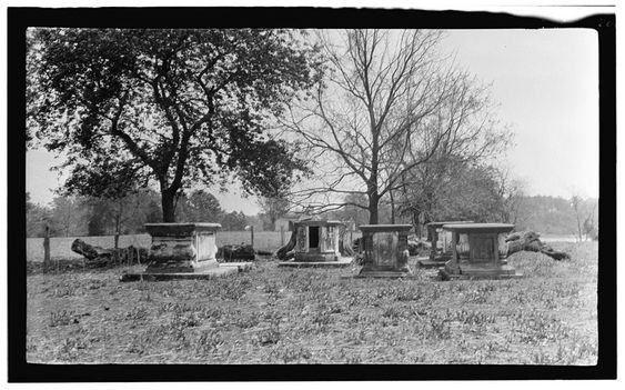 ... :Page family tombs Rosewell Plantation Gloucester County Virginia.jpg