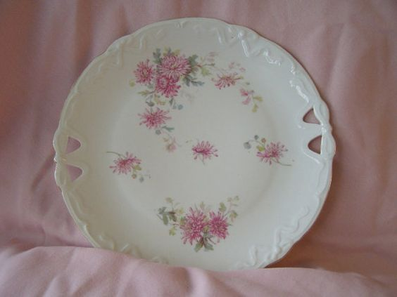 Hey, I found this really awesome Etsy listing at https://www.etsy.com/listing/201729450/vintage-cake-serving-plate-floral
