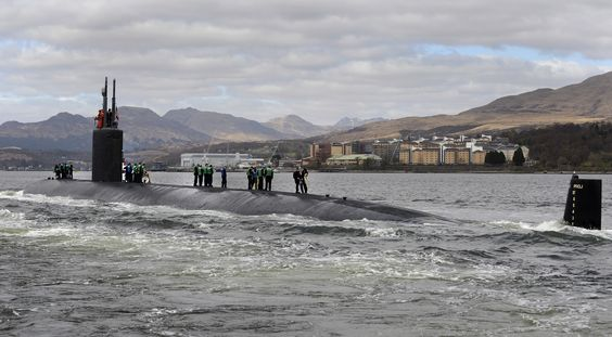FASLANE, United Kingdom: The Los Angeles-class fast attack submarine USS Springfield (SSN 761) arrives at Her Majesty's Naval Base, Clyde for a scheduled port visit. (Photo courtesy of Royal Navy/Released)