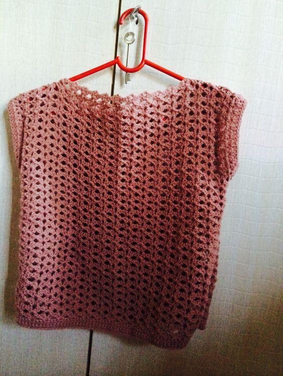 Crochet summer cropped top, shorter version of this pattern https://www.pinterest.com/pin/443886107002128892/: