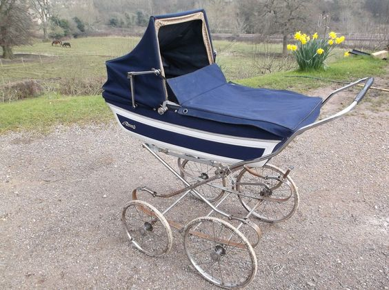 Royale pram. 1950/60s. Rain cover, sun shade & reigns. Used but a classic