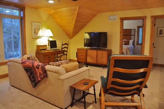 Relax in our comfortable loft.  Plenty of games, puzzles, books along with HDTV, satellite TV, and Blu-ray player make this a great spot to hang out.