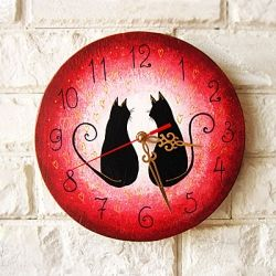 We all put a lot of effort into making our homes look beautiful and cozy. Anna hand paints wall clocks to create unique art objects.